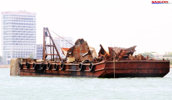 """Ra biển xem """"vòi bạch tuộc"""" kéo xác tàu ngàn tấn bị đắm ảnh 12"""