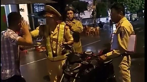 """Vụ CSGT """"tự té ngã"""" ở Bình Định: Người đi xe SH bỏ trốn khỏi hiện trường mang đầy rẫy tiền án, tiền sự ảnh 1"""