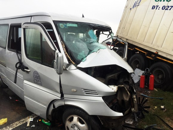 Thăm hỏi, chia buồn các nhà sư trong vụ tai nạn ở Mộ Đức ảnh 2