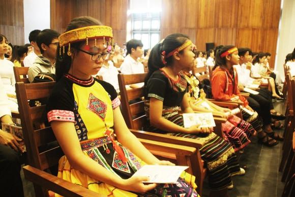 Trao học bổng Vallet cho học sinh, sinh viên Bình Định, Phú Yên và Gia Lai ảnh 8