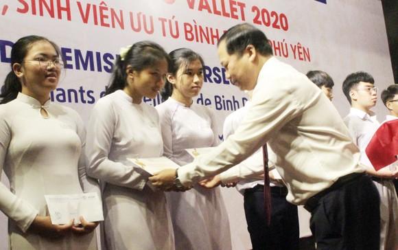 Trao học bổng Vallet cho học sinh, sinh viên Bình Định, Phú Yên và Gia Lai ảnh 5
