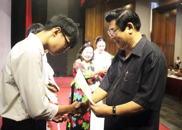 Trao học bổng Vallet cho học sinh, sinh viên Bình Định, Phú Yên và Gia Lai ảnh 6