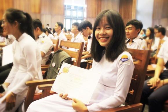 Trao học bổng Vallet cho học sinh, sinh viên Bình Định, Phú Yên và Gia Lai ảnh 13
