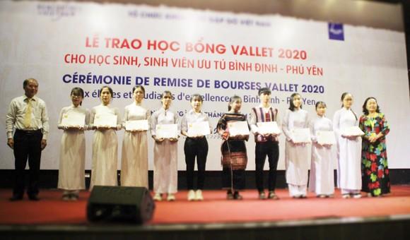 Trao học bổng Vallet cho học sinh, sinh viên Bình Định, Phú Yên và Gia Lai ảnh 3