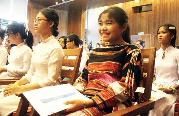 Trao học bổng Vallet cho học sinh, sinh viên Bình Định, Phú Yên và Gia Lai ảnh 11