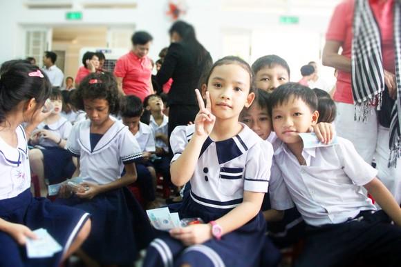 Gần 350 triệu ủng hộ Trung tâm nuôi dạy trẻ khuyết tật Võ Hồng Sơn ảnh 2