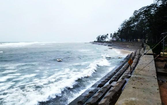 3 tàu cá của tỉnh Quảng Ngãi hỏng máy, trôi dạt chờ cứu hộ ảnh 2