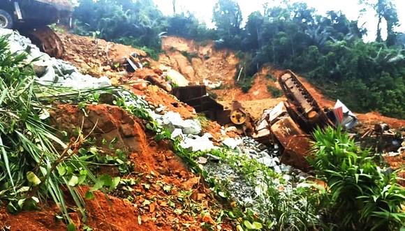 Hiện trường sạt lở núi nghiêm trọng ở thủy điện Rào Trăng 3 ảnh 5