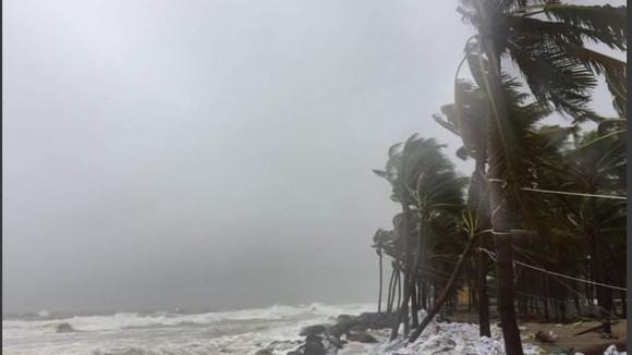 Mưa lớn, gió gào rú dữ dội tại các tỉnh miền Trung ảnh 4