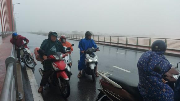 Mưa lớn, gió gào rú dữ dội tại các tỉnh miền Trung ảnh 9