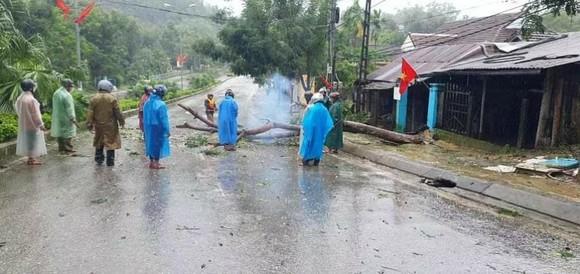 Mưa lớn, gió gào rú dữ dội tại các tỉnh miền Trung ảnh 5
