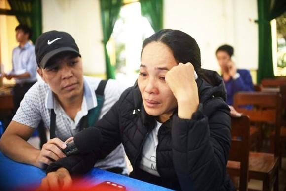 Tàu hàng nước ngoài cứu sống 3 ngư dân tàu chìm ở Bình Định ảnh 1