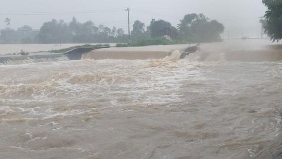 Những thiệt hại ban đầu của cơn bão số 12 ảnh 20