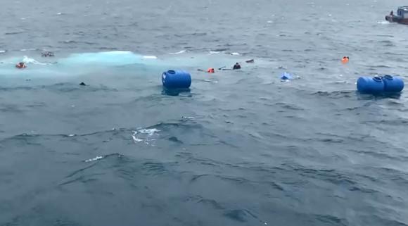 Tàu chở 36 tấn vật liệu xây dựng ra đảo Lý Sơn bị chìm trên biển ảnh 3