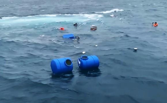 Tàu chở 36 tấn vật liệu xây dựng ra đảo Lý Sơn bị chìm trên biển ảnh 2