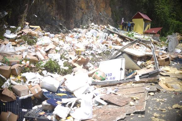 Xe tải tông vào vách núi, 2 người tử vong tại chỗ ảnh 3