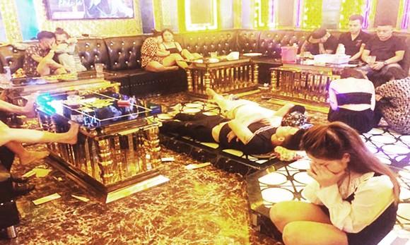 37 người hát hò, phê ma túy trong quán karaoke giữa lúc dịch Covid-19