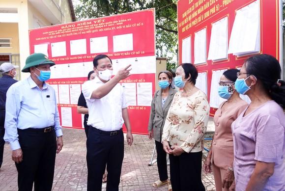 Bình Định: Hàng ngàn ngư dân trở về nghỉ trăng kịp ngày bầu cử ảnh 1