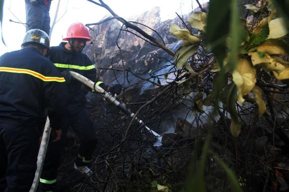 Vật vã khống chế đám cháy trên núi Bà Hỏa ảnh 2