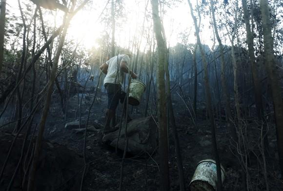 Vật vã khống chế đám cháy trên núi Bà Hỏa ảnh 7