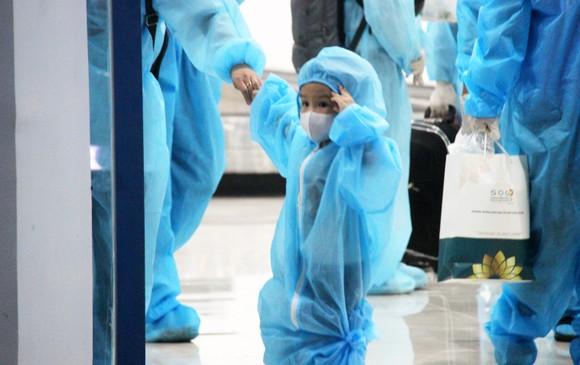 Chuyến bay đầu tiên đưa 197 công dân Bình Định từ TPHCM về quê ảnh 12