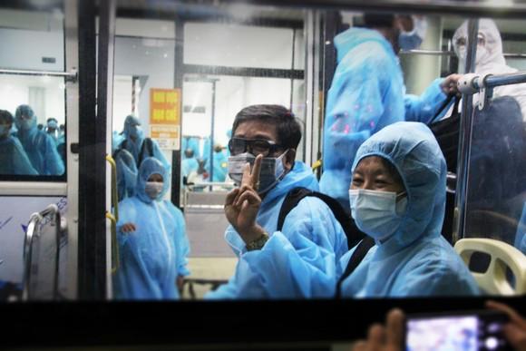 Chuyến bay đầu tiên đưa 197 công dân Bình Định từ TPHCM về quê ảnh 8