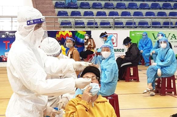 20 chuyến xe đón gần 400 người dân Phú Yên từ TPHCM về quê ảnh 4