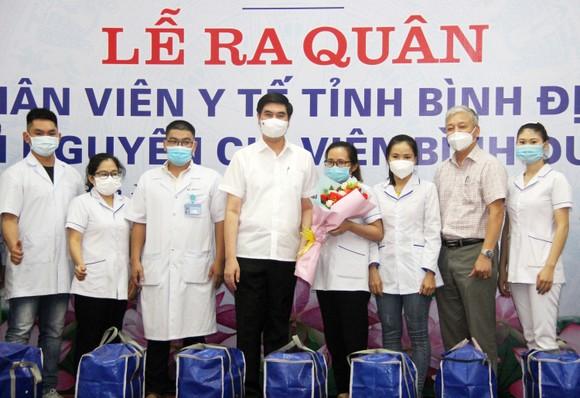 Đoàn y, bác sĩ Bình Định lên đường vào TPHCM, Bình Dương chống dịch ảnh 1