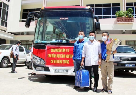 Đoàn y, bác sĩ Bình Định lên đường vào TPHCM, Bình Dương chống dịch ảnh 6