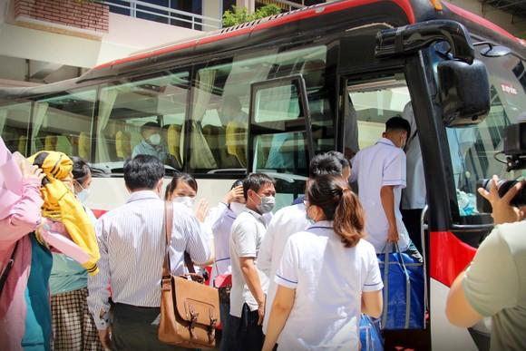 Đoàn y, bác sĩ Bình Định lên đường vào TPHCM, Bình Dương chống dịch ảnh 7