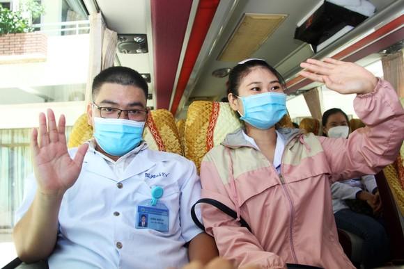 Đoàn y, bác sĩ Bình Định lên đường vào TPHCM, Bình Dương chống dịch ảnh 8