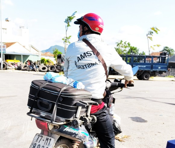 Bình Định duy trì 2 chốt hỗ trợ người dân về quê ảnh 1