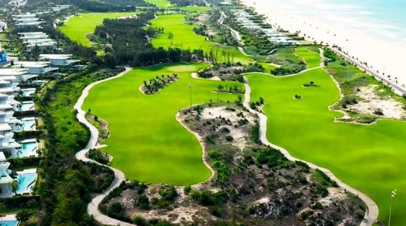 UBKT Tỉnh ủy Bình Định vào cuộc vụ giám đốc sở, phó cục trường đánh golf trong mùa dịch ảnh 1