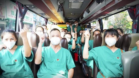 Bình Định tiếp tục tăng cường y bác sĩ vào TPHCM tham gia chống dịch ảnh 7