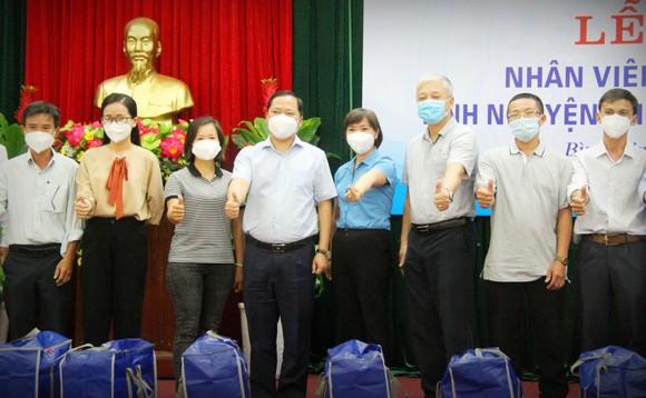 Bình Định tiếp tục tăng cường y bác sĩ vào TPHCM tham gia chống dịch ảnh 1