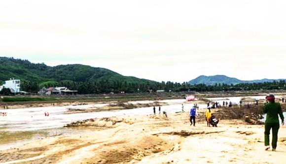 Bình Định: 2 cha con đuối nước thương tâm khi đi đánh cá ảnh 1