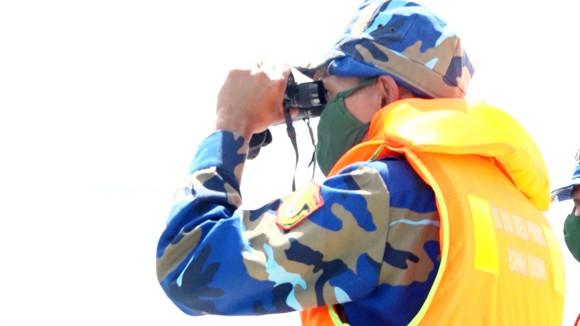 Mở rộng phạm vi tìm kiếm 2 ngư dân Bình Định mất tích trên biển ảnh 2