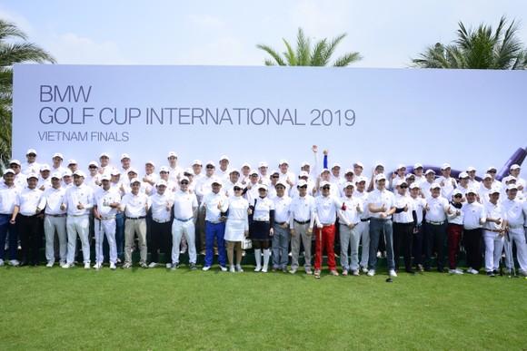 150 golfer là khách hàng sở hữu xe BMW do THACO phân phối đã cùng nhau tranh tài