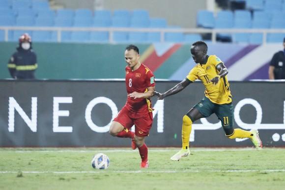 Trọng Hoàng cùng đồng đội đã chơi kiên cường và chỉ chịu thua suýt sao trước đội bóng mạnh như Australia. Ảnh: MINH HOÀNG