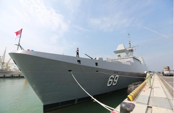 Tàu khu trục của Hải quân Singapore thăm Đà Nẵng ảnh 4