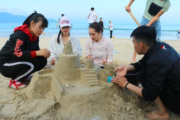 Sôi động mùa du lịch biển Đà Nẵng 2018 ảnh 3