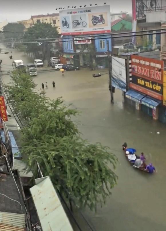 Quảng Nam chìm trong biển nước ảnh 7