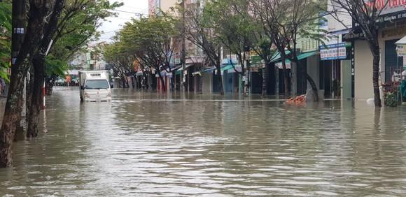 Quảng Nam chìm trong biển nước ảnh 1