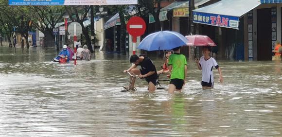 Quảng Nam chìm trong biển nước ảnh 5