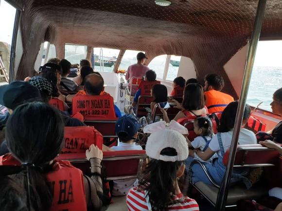 Cấm xuất bến 3 ngày đối với tàu cao tốc làm hành khách hoảng sợ ảnh 1