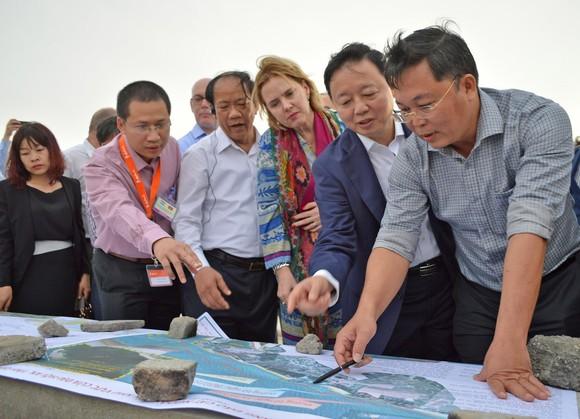Tìm giải pháp chống sạt lở biển Cửa Đại  ảnh 1