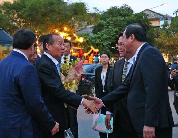 Tổng Thư ký đảng Dân chủ Tự do Nhật Bản thăm phố cổ Hội An ảnh 1