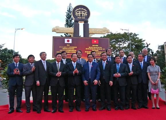 Tổng Thư ký đảng Dân chủ Tự do Nhật Bản thăm phố cổ Hội An ảnh 2