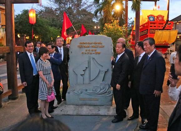 Tổng Thư ký đảng Dân chủ Tự do Nhật Bản thăm phố cổ Hội An ảnh 3
