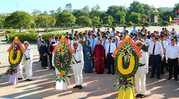 Chủ tịch Quốc hội trao Bằng Tổ quốc ghi công tới 73 thân nhân liệt sĩ tại Quảng Nam ảnh 4